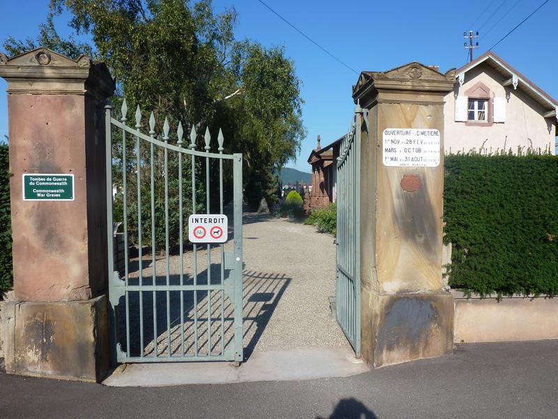 portail d'entrée secondaire du cimetière