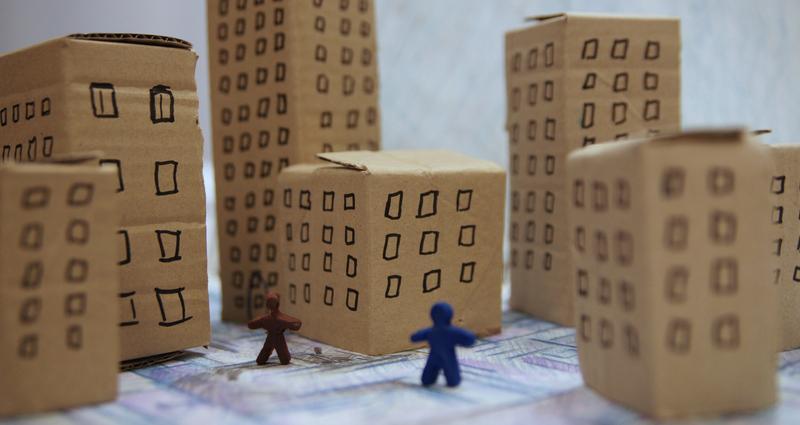 Des immeubles représentés sous formes de cartons