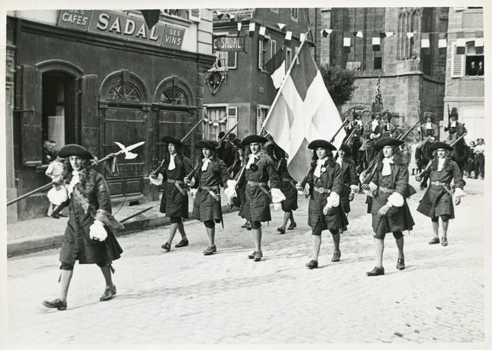 Enseigne et fusiliers du régiment des Rambures (époque : 1675).