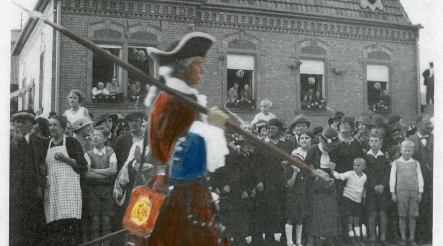 Photocopie de la photographie précédente, que Monsieur Siegel a colorisé pour montrer les couleurs de l'uniforme du régiment de Monin, Suisse.