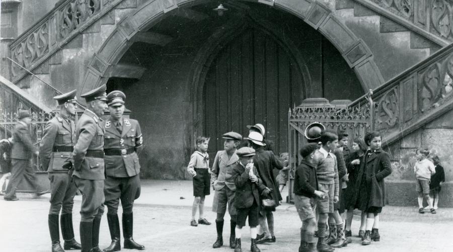 Avant la libération de Sélestat, les soldats de l'armée allemande sont toujours présents au centre-ville.