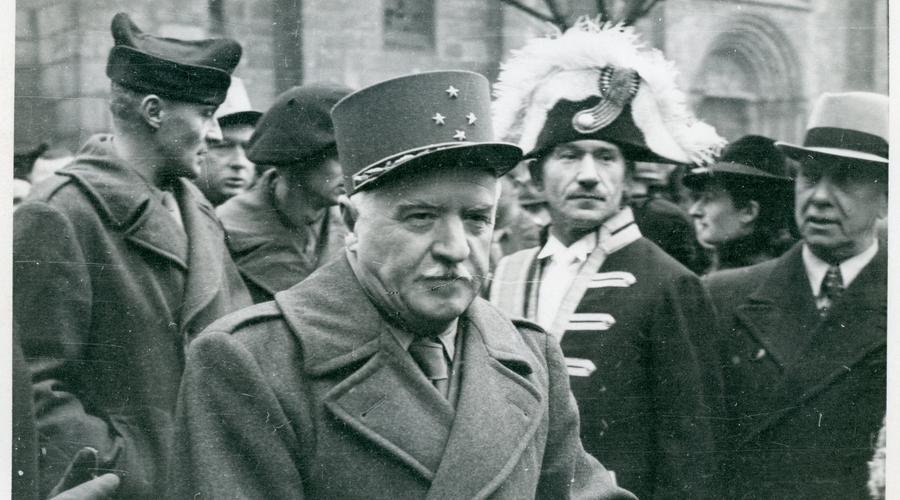 Fête de la Libération le 4 Mars 1945, visite du Général Monsabert à Sélestat.